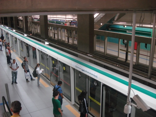Portas na plataforma da estação Sacomã, Linha 2 de São Paulo