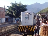 Locomotiva na métrica para Vila Inhomirim